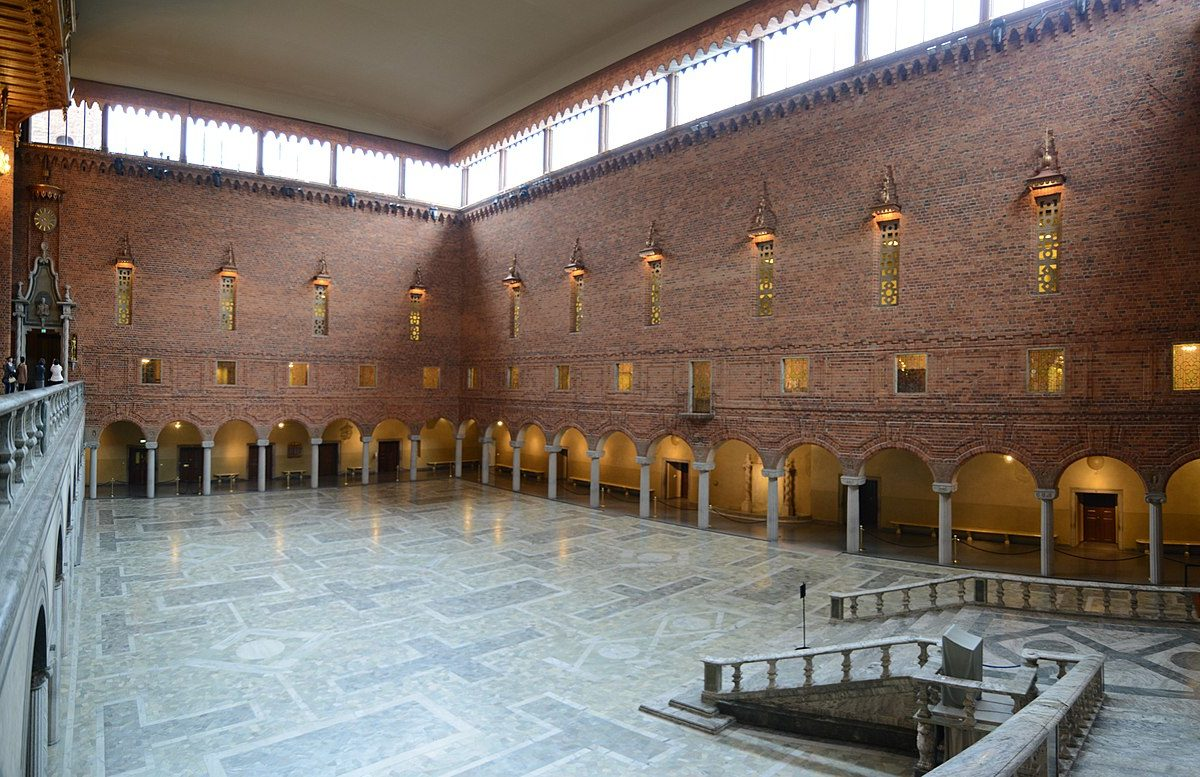 1280px-Panorama_of_Blå_hallen_(Blue_Hall),_the_place_of_the_Nobel_Price_banquet_-_Stockholms_stadshus_(24763390341)